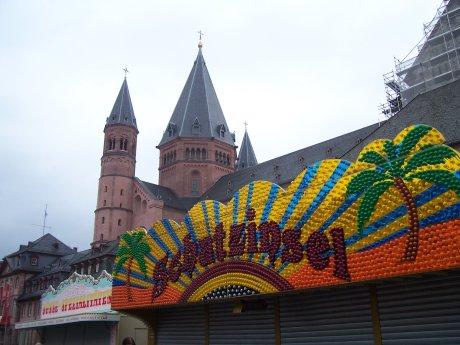 Dom und Bude, Mainz, Marktplatz, 20.02.2009; Quelle: T.D.