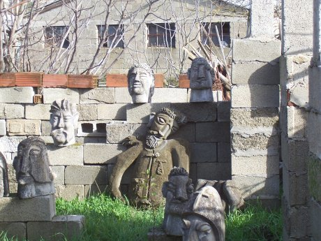 garden of the heads, Ioannina, Griechenland; Quellen: T.D.
