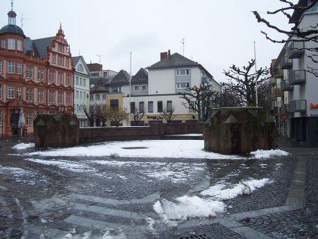 Markierung des Ostchores der Liebfrauenkirche, Mainz; Quelle: T.D.