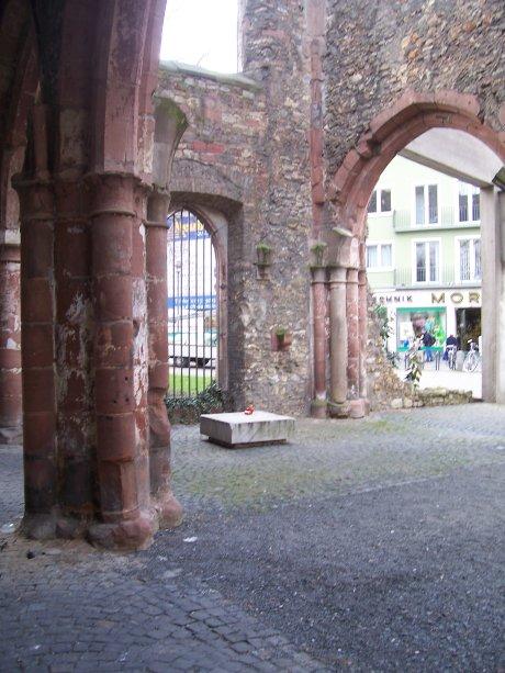 St. Christoph, Mainz, Blick vom südlichen ins nördliche Seitenschiff; Quelle: T.D.